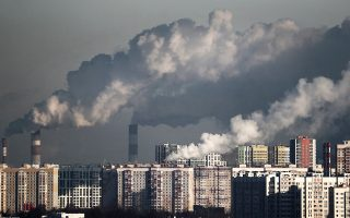 Η απελευθέρωση αερίων ρύπων που προκαλούν το φαινόμενο του θερμοκηπίου είναι καθοριστικός παράγοντας ανόδου της θερμοκρασίας.