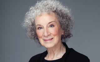 H Καναδή συγγραφέας Μάργκαρετ Ατγουντ.