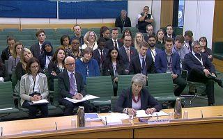 Η Βρετανίδα πρωθυπουργός Μέι ενημερώνει επιτροπή της βρετανικής Βουλής για το Brexit.