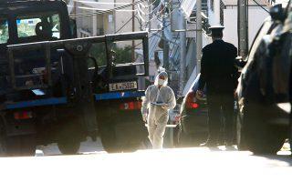 Το κλίμα στον χώρο της Δικαιοσύνης επιβάρυνε η τοποθέτηση βόμβας έξω από το σπίτι του αντεισαγγελέα του Α.Π. Ισίδωρου Ντογιάκου (στη φωτ. κλιμάκιο της ΕΛ.ΑΣ. κατά την επιχείρηση εξουδετέρωσης).