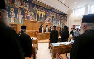 Εξαιτίας των αντιδράσεων που λαμβάνουν μορφή χιονοστιβάδας, ο Αρχιεπίσκοπος Ιερώνυμος επέσπευσε την επίσημη ενημέρωση των ιεραρχών για το θέμα, συγκαλώντας την επόμενη Παρασκευή έκτακτη συνεδρίαση της Ιεραρχίας της Εκκλησίας της Ελλάδος (φωτ. από παλαιότερη συνεδρίαση).