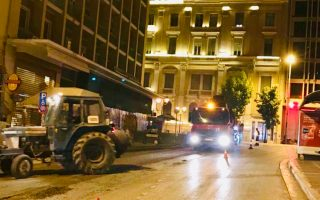 Ο Δήμος Αθηναίων ζητεί την κατανόηση οδηγών και πεζών για την πραγματοποίηση ασφαλτοστρώσεων σε 120 δρόμους.