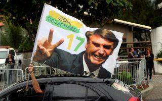 A supporter of Brazil's new president-elect, Jair Bolsonaro, celebrates in front of Bolsonaro's condominium at Barra da Tijuca neighborhood in Rio de Janeiro, Brazil October 29, 2018.   REUTERS/Sergio Moraes