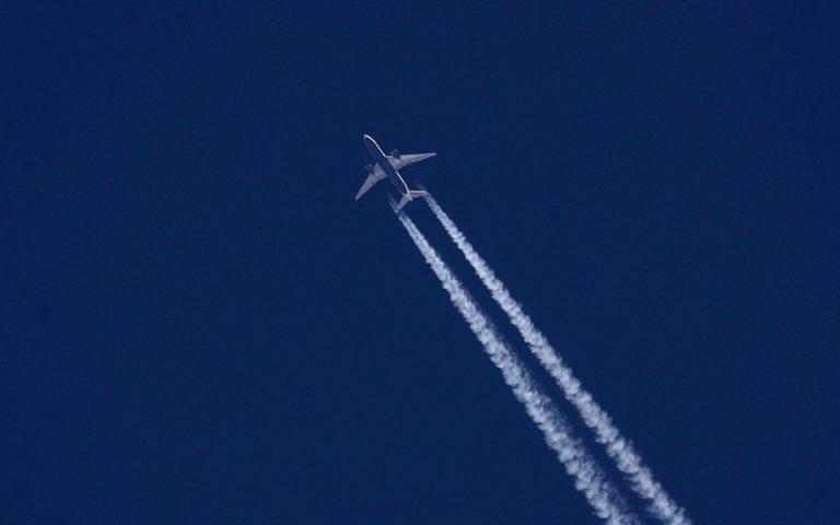 Η στιγμή που πιλότοι διαφορετικών εταιριών ενημερώνουν πύργο ελέγχου της Ιρλανδίας για άγνωστα ιπτάμενα αντικείμενα (βίντεο)