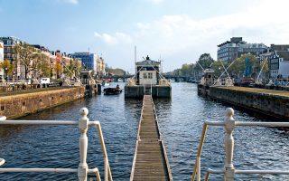 Το SWEETS hotel του Άμστερνταμ στεγάζεται σε μια σειρά από ιστορικά κτίσματα που φιλοξενούσαν κάποτε τους φύλακες των γεφυρών, οι οποίοι ρύθμιζαν την κυκλοφορία στα κανάλια. (Φωτογραφία: Mirjam Bleeker)