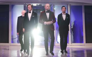 Σε πρώτο πλάνο ο Brad Pitt και ο Georges Kern, και λίγο πιο πίσω ο Peter Lindbergh και ο Daniel Wu.