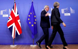 British Prime Minister Theresa May and European Commission President Jean-Claude Juncker leave to discuss draft agreements on Brexit, at the EC headquarters in Brussels, Belgium November 21, 2018.  REUTERS/Yves Herman