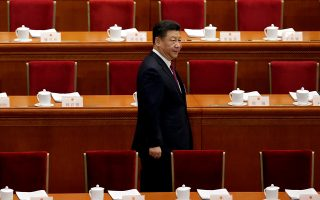 Ο Σι Τζινπίνγκ  (φωτ.) αφαίρεσε τα όρια της θητείας από την προεδρία, ωθώ-ντας πολλούς Κινέζους να επαναλάβουν την προειδοποίηση του Ντενγκ Ξιαοπίνγκ, πως η «ισόβια θητεία» μπορεί να διαφθείρει τους κομματικούς ηγέτες.