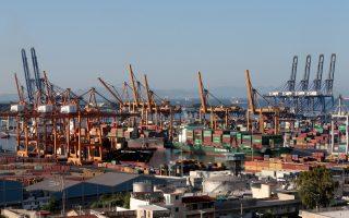 Αποψη των εγκαταστάσεων της Cosco, Παρασκευή 7 Σεπτεμβρίου 2018. Απεργούν οι εργαζόμενοι στις προβλήτες ΙΙ και ΙΙΙ της Cosco στο λιμάνι του Πειραιά, καθώς η γενική συνέλευση τους απέρριψε τις προτάσεις της εργοδοσίας για την υπογραφή της ΣΣΕ. ΑΠΕ-ΜΠΕ/ΑΠΕ-ΜΠΕ/Παντελής Σαίτας