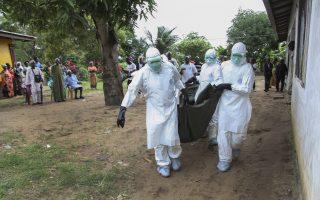 Στη χειρότερη επιδημία του ιού Έμπολα το 2014, τουλάχιστον 5.078 άνθρωποι έχασαν τη ζωή τους