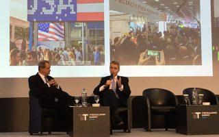 Ο αμερικανός πρέσβης Τζέφρι Πάιατ μαζί με τον δημοσιογράφο της «Καθημερινής» Αθανάσιο Έλλις από τη χθεσινή Thessaloniki Summit 2018