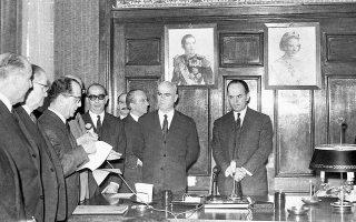 Αριστερά: Το καθεστώς Παπαδόπουλου διατήρησε τη φιλοαραβική πολιτική των προηγούμενων κυβερνήσεων. Ο αντιπρόεδρος Στ. Παττακός πραγματοποίησε επίσημες επισκέψεις στην Αίγυπτο, στη Λιβύη, στη Συρία και στον Λίβανο.