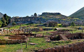 Οι πιστοποιημένοι αρχαιοφύλακες είναι περίπου 1.300 πανελλαδικά, στους οποίους όμως ακόμη δεν έχουν αναγνωριστεί επαγγελματικά δικαιώματα.