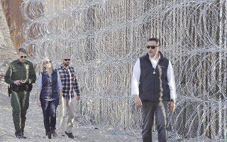 Η υπουργός Εσωτερικής Ασφάλειας Κίρστεν Νίλσεν επισκέφθηκε την Τρίτη τα σύνορα ΗΠΑ - Μεξικού στο Σαν Ντιέγκο.