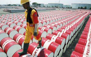 Εν αναμονή των επαφών ανάμεσα στη Σαουδική Αραβία και τη Ρωσία, το πετρέλαιο σημείωνε ελαφρά άνοδο, παραμένοντας πάντως σε χαμηλά επίπεδα. Το αργό ΗΠΑ κυμαινόταν αργά το βράδυ στα 51,23 δολάρια το βαρέλι και το Brent στα 59,77 δολάρια το βαρέλι.