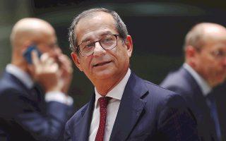 Σύμφωνα με τον Ιταλό υπουργό Οικονομικών Τζ. Τρία (φωτ.), η Ρώμη προσδοκά μείωση δημοσίου χρέους λόγω της αναθέρμανσης στην οικονομία.
