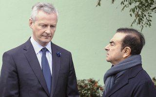 O Γάλλος υπουργός Οικονομικών Μπρινό Λε Μερ (αριστερά) διεμήνυσε πως, πλέον, ο Κάρλος Γκοσν δεν είναι σε θέση να διοικήσει τη Renault, στην οποία έχει μερίδιο 15% το γαλλικό δημόσιο.