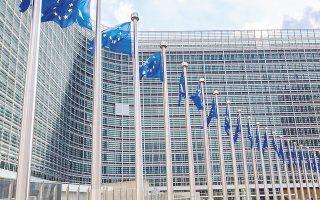 Διπλωματικές πηγές είπαν στους FT ότι οι δέκα κυβερνήσεις δεν προσπαθούν να αφαιρέσουν εξουσίες από την Κομισιόν, αλλά ότι θα πρέπει να υπάρχει τακτική αξιολόγηση της κατάστασης των δημοσίων οικονομικών των χωρών της Ευρωζώνης, ώστε να είναι σε θέση ο ESM να κρίνει κατά πόσον μια χώρα που ζητεί οικονομική διάσωση έχει βιώσιμο χρέος.