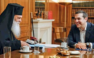Από το Μέγαρο Μαξίμου κρατούν χαμηλούς τόνους, παρά την αρνητική τροπή που πήρε η συμφωνία, επιχειρώντας τη συνέχιση του διαλόγου και επενδύοντας παράλληλα στην «καλή συνεργασία με τον Αρχιεπίσκοπο».