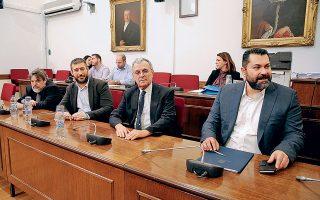 Ο νέος διευθύνων σύμβουλος της ΕΡΤ, καθηγητής Γιάννης Δρόσος (ξεχωρίζει από το ύφος), με εκλεκτή παρέα…