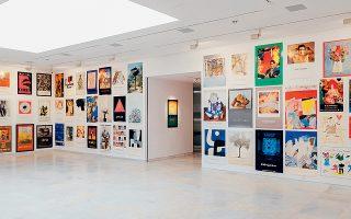 426 αφίσες εκθέσεων εξιστορούν τα πεπραγμένα της γκαλερί.
