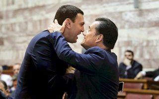 Η Α΄ με τη Β΄ Αθήνας, φιλιούνται, αγκαλιάζονται...