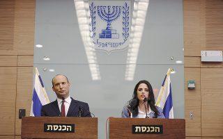 Ο Ναφτάλι Μπένετ και η υπουργός Δικαιοσύνης Αγελέτ Σακέντ.