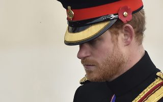 epa05626787 Britain's Prince Harry attends Britain's commemoration of Armistice Day at the National Memorial Arboretum in Alrewas, Staffordshire, central England, 11 November 2016. Armistice Day is observed in Commonwealth of Nations member states since the end of the First World War to remember the members of their armed forces who have died in the line of duty.  EPA/HANNAH MCKAY
