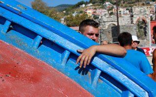 Σήμερα στο Πλωμάρι κόπηκαν 2 καΐκια που είχαν κατασκευαστεί από ντόπιους καραβομαραγκούς το ένα το1987 και το άλλο την δεκαετια του 90. Η Ευρωπαϊκή Ένωση επιδοτεί την κατάθεση αλιευτικής άδειας και την καταστροφή του σκάφους ή τη χρησιμοποίησή του για άλλο σκοπό Σύμφωνα με τον Ελληνικό Σύνδεσμο Παραδοσιακών Σκαφών από τον Φεβρουάριο είχε  «προγραμματιστεί» η καταστροφή 763 σκαριών στην Ελλάδα. «Το Πόλιον» πριν από λίγες μέρες καλούσε τον κόσμο να συμβάλει οικονομικά για την «υιοθεσία» δύο καϊκιών , εκ των  οπαίων το ένα ήταν ο ¶γιος Νικόλας καθώς ίσως έτσι σώζονταν από την μπουλντόζα. Για περισσότερες πληροφορίες, ακολουθεί παρακάτω η ανακοίνωση του συλλόγου και τα στοιχεία επικοινωνίας.Παράλληλα, είναι πολλαπλές και πολυποίκιλες οι προσπάθειες μας να σταματήσει η άδικη και αποτρόπαια πράξη καταστροφής των παραδοσιακών ξύλινων αλιευτικών καϊκιών, αριστουργημάτων χειροτεχνίας, έναντι «τριάκοντα αργυρίων»(!) που προσβάλλει την ιστορία και οδηγεί στον αφανισμό του θαλασσινού Πολιτισμού μας.Επικροτώντας, λοιπόν, το μέτρο αυτό του Υπουργείου σας, που αποτελεί- κατά την άποψη μ