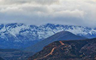 Χιόνι έχει καλύψει τα βουνά της Αργολίδας, όπως φαίνονται από την πόλη του Ναυπλίου, Σάββατο 30 Δεκεμβρίου 2017. ΑΠΕ-ΜΠΕ/ ΑΠΕ-ΜΠΕ/ ΕΥΑΓΓΕΛΟΣ ΜΠΟΥΓΙΩΤΗΣ