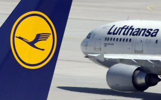 Aircrafts of German carrier Lufthansa are parked on the tarmac during a strike at Munich's airport in this July 28, 2008 file picture. Germany's Lufthansa, rocked by a fatal plane crash at the end of March and trying to end a long-running dispute with its pilots, struck a cautious tone on 2015 profit expectations despite reporting a smaller first quarter loss. REUTERS/Michaela Rehle/Files