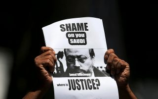 A member of Sri Lankan web journalist association holds a placard during a protest condemning the murder of slain journalist Jamal Khashoggi in front of the Saudi Embassy in Colombo, Sri Lanka October 25, 2018. REUTERS/Dinuka Liyanawatte     TPX IMAGES OF THE DAY