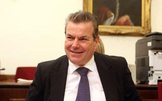 Ο υφυπουργός Εργασίας, Κοινωνικής Ασφάλισης και Κοινωνικής Αλληλεγγύης Αναστάσιος Πετρόπουλος συμμετέχει σε συνεδρίαση της Βουλής με θέμα ημερήσιας διάταξης, κατά το άρθρο 49 Α του Κανονισμού της Βουλής, του προτεινομένου, από τον  υφυπουργό Εργασίας, για διορισμό στη θέση του προέδρου του Ναυτικού Απομαχικού Ταμείου (ΝΑΤ) Ανδρέα Κομματά, Τρίτη 17 Απριλίου 2018.  ΑΠΕ ΜΠΕ/ΑΠΕ ΜΠΕ/ΑΛΕΞΑΝΔΡΟΣ ΜΠΕΛΤΕΣ