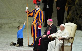 epaselect epa07194359 A child comes closer to Pope Francis (R) as he leads the weekly general audience in the Paul VI hall, in Vatican City, 28 November 2018.  EPA/ETTORE FERRARI