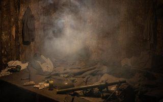 Το εσωτερικό του «υπόγειο καταφυγίου», το οποίο δεν έχει παράθυρα και οι επισκέπτες κοιμούνται πάνω σε στρώματα χωρίς μαξιλάρια ή σεντόνια, υπό τους αδιάκοπους ήχους πυροβολισμών και εκρήξεων.