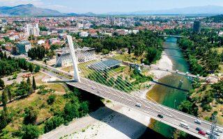 Η Γέφυρα της Χιλιετίας μονοπωλεί τον ορίζοντα της Ποντγκόριτσα. (Φωτογραφία: Shutterstock)