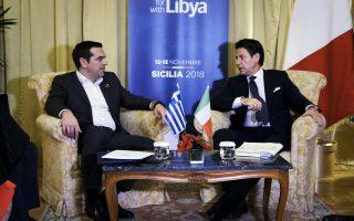 Ο πρωθυπουργός Αλέξης Τσίπρας (Α) συνομιλεί με τον Ιταλό ομόλογό του Τζουζέπε Κόντε, σε διμερή συνάντηση που είχαν, στο πλαίσιο της επίσκεψής του Έλληνα πρωθυπουργού στο Παλέρμο, ώστε να συμμετάσχει στις εργασίες της Διάσκεψης για τη Λιβύη, τη Δευτέρα 12 Νοεμβρίου 2018. ΑΠΕ ΜΠΕ/ΓΡΑΓΦΕΙΟ ΤΥΠΟΥ ΠΡΩΘΥΠΟΥΡΓΟΥ/Andrea Bonetti