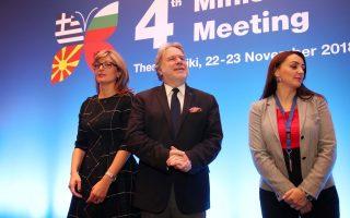 Οικογενειακή φωτογραφία κατά τη διάρκεια της 4ης Υπουργικής Συνάντησης Ελλάδας, Αλβανίας, Βουλγαρίας και πρώην Γιουγκοσλαβικής Δημοκρατίας της Μακεδονίας, που πραγματοποιείται  στο ξενοδοχείο Χάγιατ. Θεσσαλονίκη, Παρασκευή 23 Νοεμβρίου 2018. Τα ζητήματα της οικονομικής συνεργασίας βρίσκονται στο επίκεντρο της συζήτησης στην 4η Υπουργική Συνάντηση Ελλάδας, Βουλγαρίας, Αλβανίας, ΠΓΔΜ, που πραγματοποιείται στη Θεσσαλονίκη, σύμφωνα με τα όσα είπε στην εναρκτήρια ομιλία του ο αναπληρωτής υπουργός Εξωτερικών, Γιώργος Κατρούγκαλος. ΑΠΕ ΜΠΕ/PIXEL