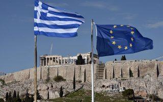 Αλλος λόγος για τον οποίο μπορεί να μειωθεί το επίπεδο του χρέους χωρίς να υπάρχει δημοσιονομικό πλεόνασμα είναι πως η ελληνική κυβέρνηση λαμβάνει από τους εταίρους στην Ευρωζώνη φθηνότερα νέα δάνεια, τα οποία μπορεί να χρησιμοποιηθούν για την αποπληρωμή ακριβότερων παλαιότερων δανείων. Το κέρδος από μια τέτοια συναλλαγή ισοδυναμεί, επίσης, με μια μορφή αναδιάρθρωσης χρέους, ή επιδότησης, που η Ελλάδα δεν πρέπει να αποπληρώσει, συνεπώς είναι μία ακόμη μορφή ανανταπόδοτης μεταφοράς από τον υπόλοιπο κόσμο προς την Ελλάδα.