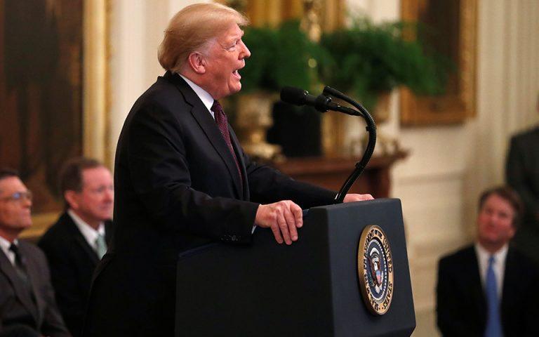 Ο Ντόναλντ Τραμπ τίμησε μετά θάνατον τον Ελβις Πρίσλεϊ με το Προεδρικό Μετάλλιο της Ελευθερίας