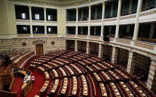 Η άδεια αίθουσα της Βουλής πριν την έναρξη της τελετής ορκωμοσίας των νέων βουλευτών στην Βουλή, Πέμπτη 5 Φεβρουαρίου 2015. Πραγματοποιήθηκε στην ολομέλεια της Βουλής η ορκωμοσία των βουλευτών που εξελέγησαν στις εκλογές του Ιανουαρίου. ΑΠΕ-ΜΠΕ/ΑΠΕ-ΜΠΕ/ΣΥΜΕΛΑ ΠΑΝΤΖΑΡΤΖΗ