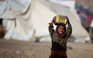 A girl carries a can to fill it up with water at a camp for internally displaced people in Dharawan, near the capital Sanaa, Yemen February 28, 2017. REUTERS/Khaled Abdullah