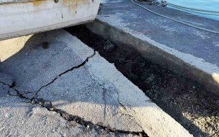 Ζημιές έχει υποστεί το λιμάνι της Ζακύνθου από τον σεισμό  , Παρασκευή 26 Οκτωβρίου 2018. Σεισμική δόνηση 6,4 βαθμών της κλίμακας Ρίχτερ, σύμφωνα με το Γεωδυναμικό Ινστιτούτο του Αστεροσκοπείου Αθηνών, σημειώθηκε στη 01:54 τη νύχτα της Πέμπτης προς Παρασκευή στη θαλάσσια περιοχή ανοικτά της Ζακύνθου, στο Ιόνιο Πέλαγος, προκαλώντας πάντως, σύμφωνα με τις μέχρι τώρα πληροφορίες μόνο υλικές ζημιές .Η σεισμική δόνηση είχε επίκεντρο θαλάσσια περιοχή 44 χιλιόμετρα νότια-νοτιοδυτικά της Ζακύνθου, διευκρίνισε το Γεωδυναμικό Ινστιτούτο. ΑΠΕ-ΜΠΕ/ΑΠΕ-ΜΠΕ/Κωνσταντίνος Συνετός