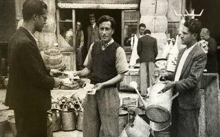 Στην οδό Αθηνάς, στην Κατοχή: το εργαστήριο λευκοσιδηρουργίας του Γ. Τερρίκογλου. Παραχώρηση του εγγονού του, σημερινού ιδιοκτήτη.