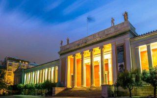 Η διαδρομή από την Ομόνοια μέχρι το Μουσείο αποτυπώνει την παρακμή του αθηναϊκού κέντρου.