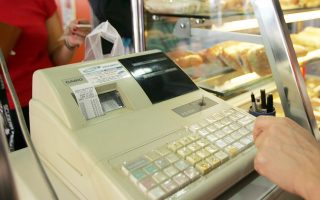 Προβλέπεται πρόστιμο 500 ευρώ για όσους εκδίδουν αποδείξεις από μη δηλωμένες ταμειακές μηχανές.