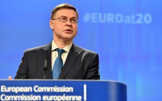 Το ευρώ πρέπει να αντικατοπτρίζει το πολιτικό, οικονομικό και χρηματοπιστωτικό βάρος της Ευρωζώνης», δήλωσε χθες ο αρμόδιος αντιπρόεδρος της Επιτροπής, Βάλντις Ντομπρόβσκις.