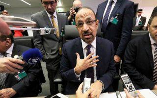 Ο Σαουδάραβας υπουργός Ενέργειας Χαλίντι αλ Φαλίχ απογοήτευσε χθες την αγορά προτείνοντας μείωση της παραγωγής πετρελαίου κατώτερη των προσδοκιών, στη σύνοδο των πετρελαιοπαραγωγών χωρών.