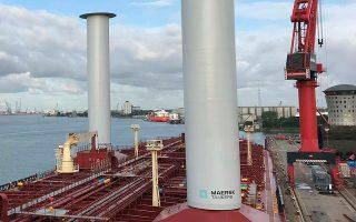Υπάρχουν πολλοί τρόποι προκειμένου να μειωθούν οι ρύποι των αερίων που προκαλούν το φαινόμενο του θερμοκηπίου και να αποφευχθούν οι χειρότερες συνέπειες της κλιματικής αλλαγής. Εδώ η εταιρεία Norsepower εγκαθιστά τον ρότορα ιστίου στο τάνκερ «Maersk Pelican».