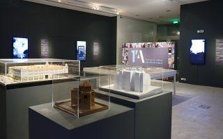 Τα έργα του διαγωνισμού «Ενα λεπτό Αθήνα» στο Μουσείο Μπενάκη Πειραιώς.